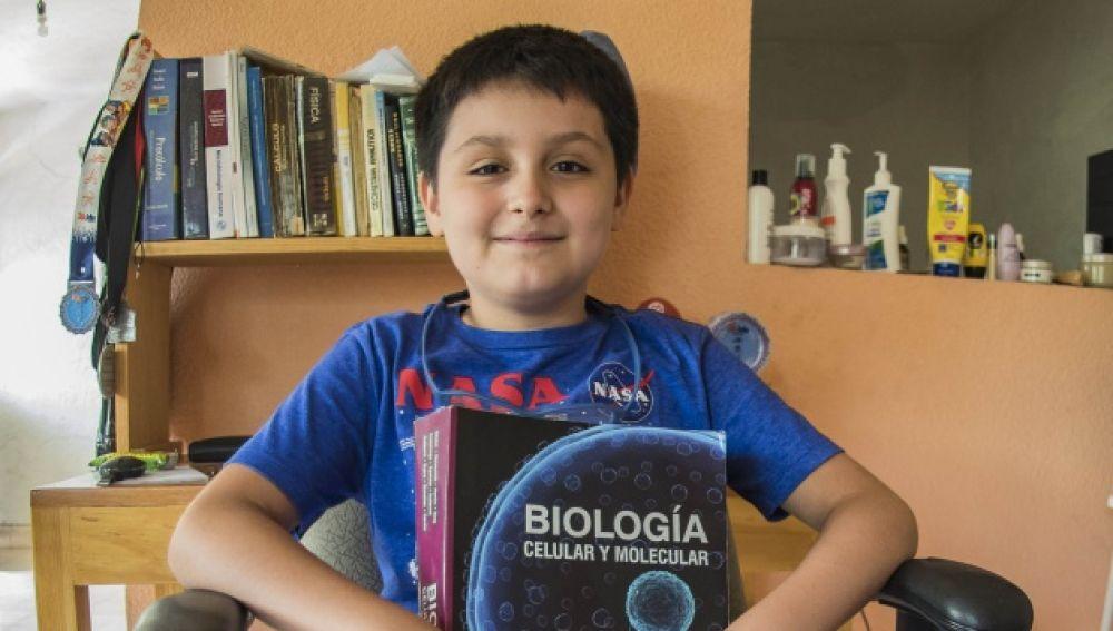 Carlos Santamaría, el niño de 12 años que se ha convierte en el universitario más joven de la Universidad Autónoma de México