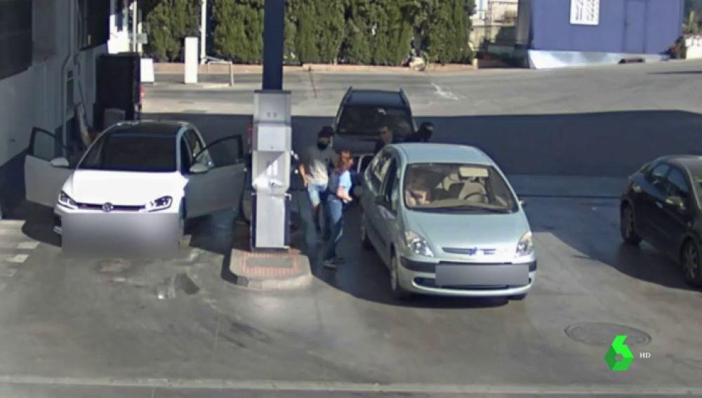 En la imagen el robo en las gasolineras