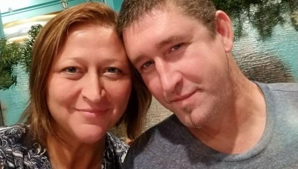 Matan al novio de su madre cuando intentaba asesinarla