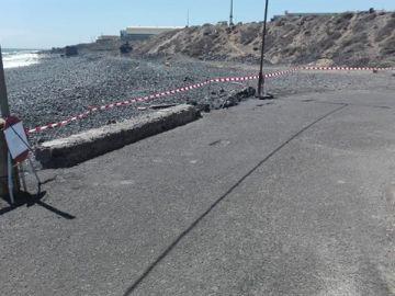 Imagen de una playa cerrada en Tenerife