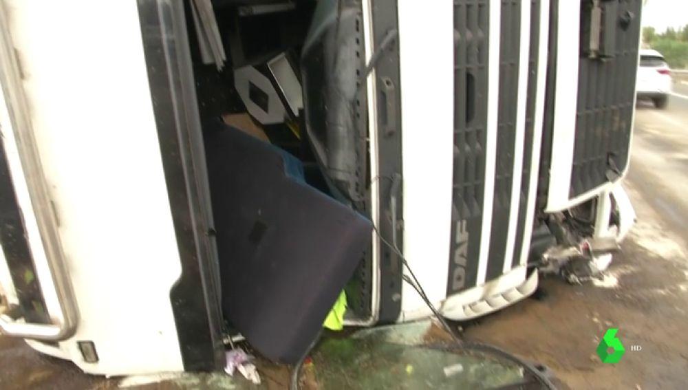 Un camionero ha fallecido tras salirse de la vía y volcar en Monforte del Cid, Alicante