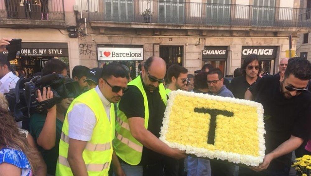 Los taxistas de Barcelona homenajean a las víctimas del 17A con una marcha hasta La Rambla