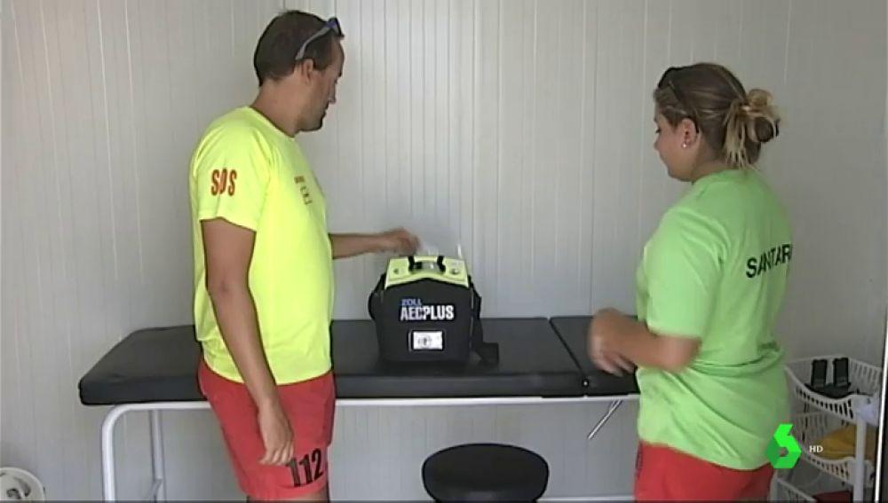 Socorristas de Pontevedra piden mayor dotación de desfibriladores en las playas