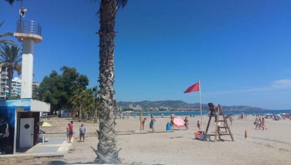 La playa de Benicàssim prohíbe el baño por la presencia de la bacteria E.coli