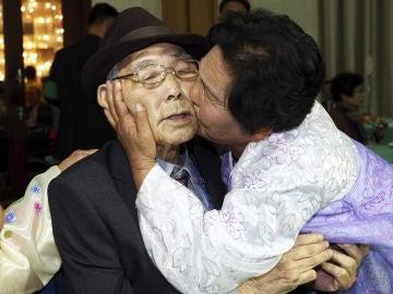 Las familias de las dos Coreas se reúnen
