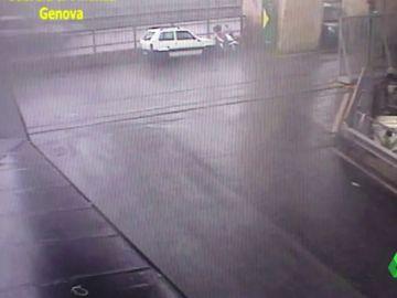 Nuevas imágenes del derrumbe del puente Morandi en Génova: una persona se salva por segundos