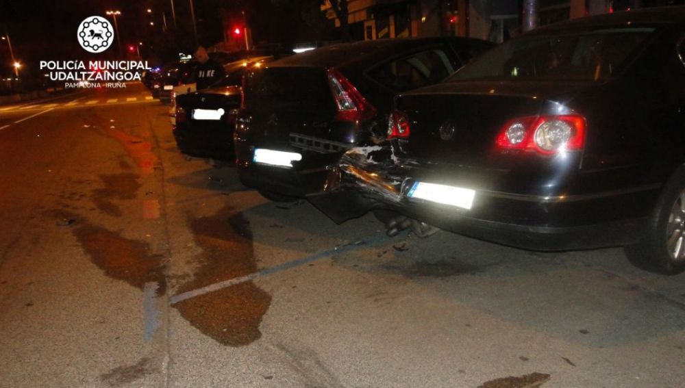 Vehículos contra los que chocó un coche en Pamplona