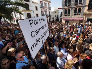 Concentración convocada por la Asociación de Comerciantes de Carmona (Sevilla)