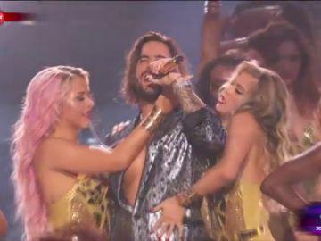 Maluma durante su actuación en los MTV