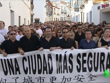 Vecinos de Carmona se concentran para pedir más seguridad