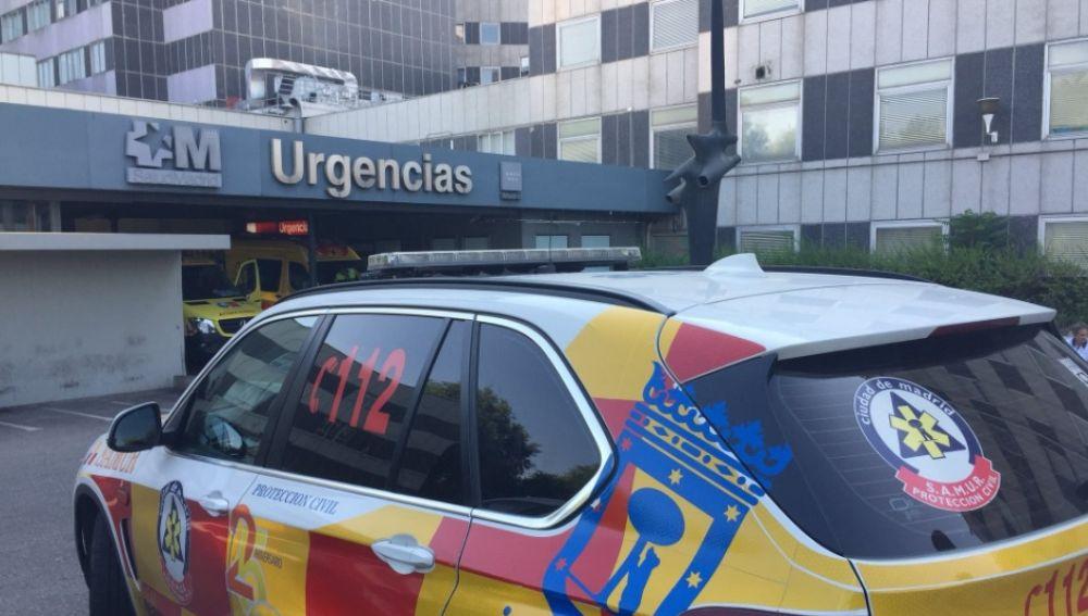 Vehículo del 112 Madrid en el Hospital de La Paz