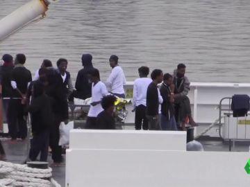 Salvini autoriza el desembarco de 29 menores del barco con 177 migrantes a bordo del barco militar en Catania