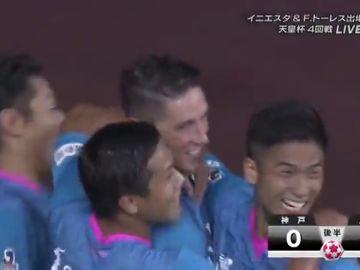 Torres se estrena como goleador en el Sagan Tosun ante Andrés Iniesta