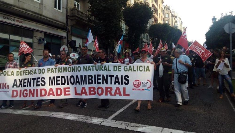 """Cientos de agentes forestales se manifiestan en Vigo en demanda de """"dignidad laboral"""""""