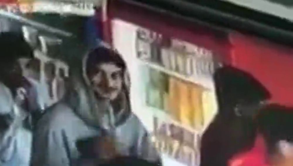La reacción viral de un carterista tras ser cazado por una cámara