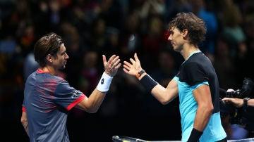 Ferrer y Nadal se saludan tras un partido