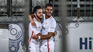 Sarabia celebra con André Silva su gol contra el Sigma Olomouc