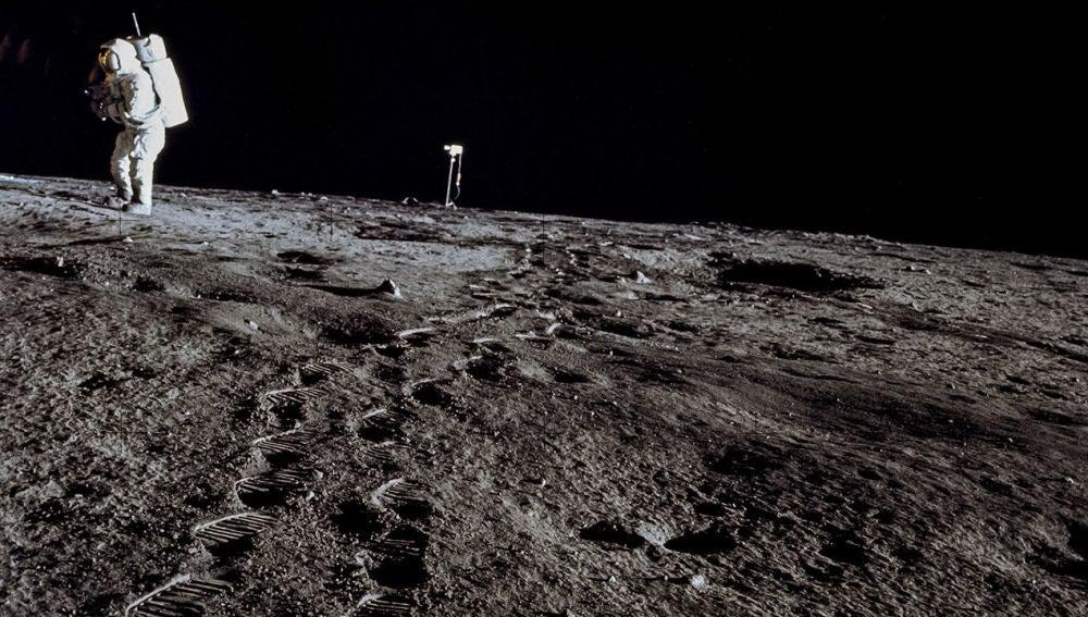 Huellas en la Luna (1969)