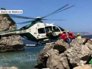 BORRADOR Una niña de ocho años en estado grave tras caer de un acantilado de cuatro metros