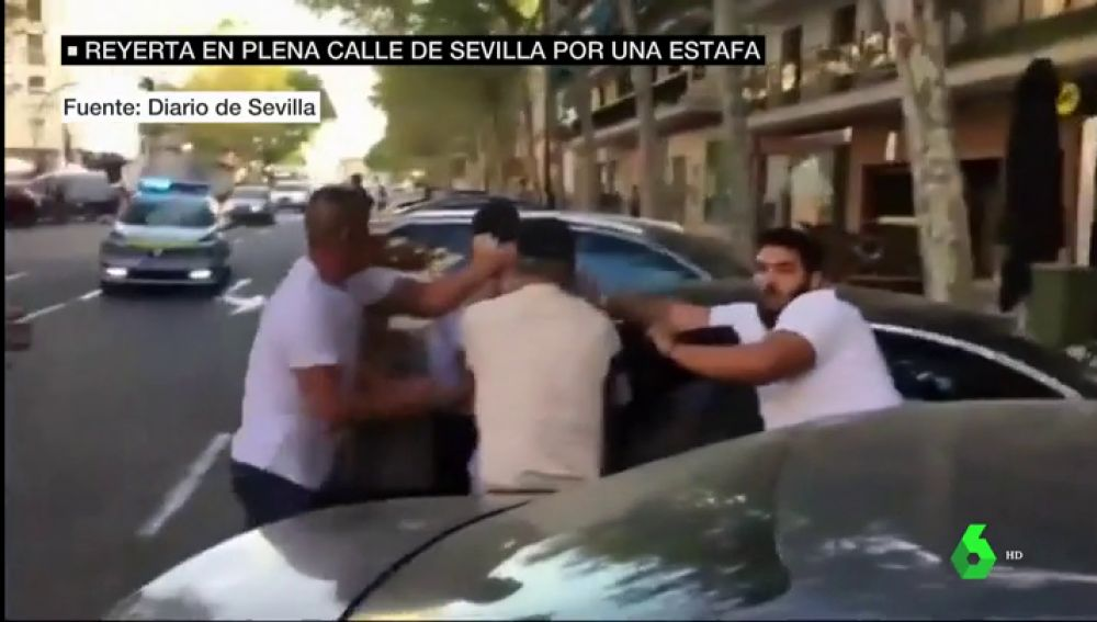 Reyerta en plena calle en Sevilla por un supuesto fraude: una familia se enfrenta a dos hombres que les estafaron 69.000 euros