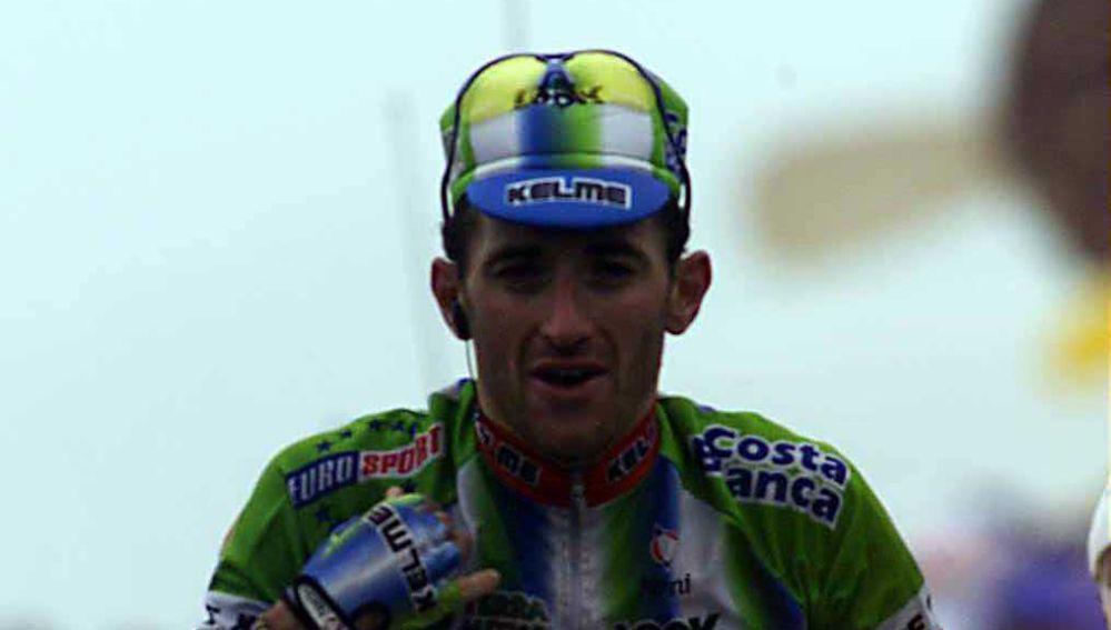 Javier Otxoa celebrando una victoria de etapa
