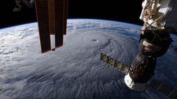El huracán 'Lane' desde el espacio
