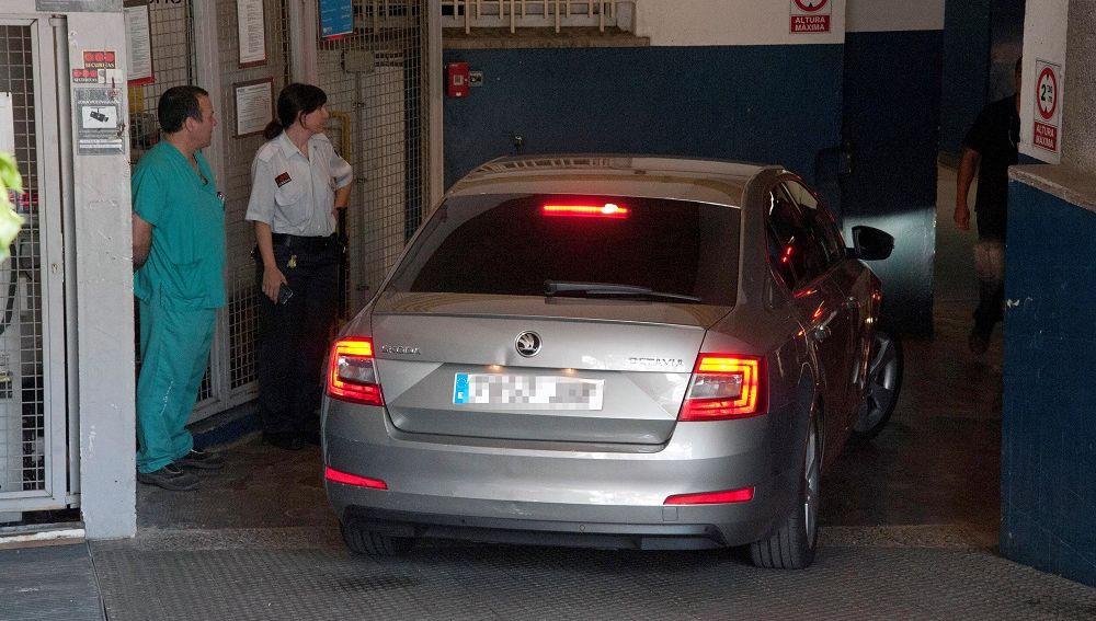 La exconsellera Dolors Bassa a su llegada a la Clínica Giron