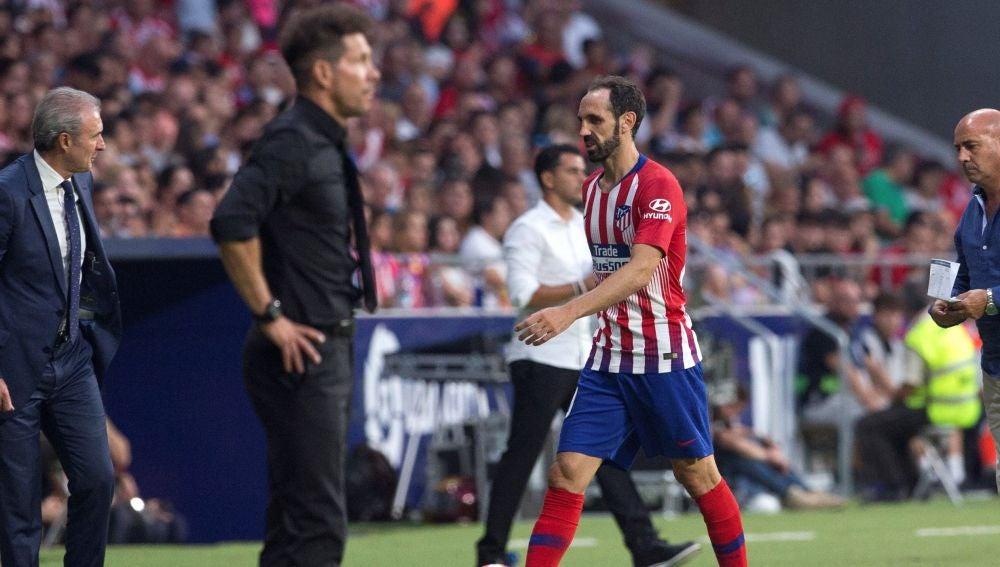 Juanfran fue sustituido con molestias musculares en la pierna izquierda