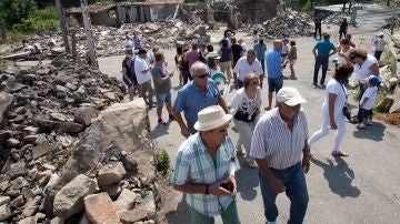 Vecinos afectados por la explosión de Tui