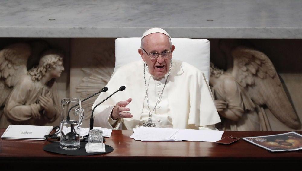 Noticias Fin de Semana (26-08-18) Un ex alto cargo del Vaticano acusa al papa Francisco de ser conocedor de los abusos sexuales del cardenal McCarrick