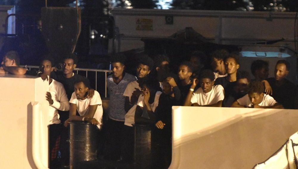 Los 138 migrantes que aún permanecían en la embarcación Diciotti