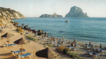 Imagen de archivo de una playa de Ibiza