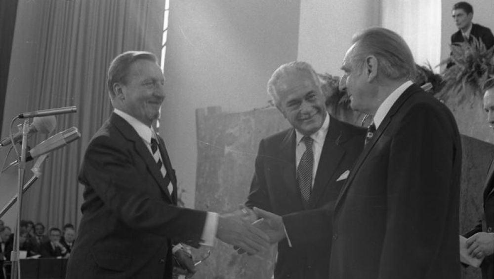 Entrega del Premio de la Paz del Comercio Librero Alemán, en 1973, al Club de Roma