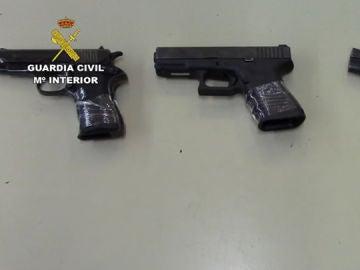 Imagen de la Guardia Civil de las armas que se han incautado