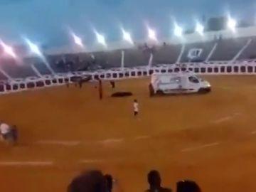 Denuncian el uso de una ambulancia para retirar a un toro muerto de un festejo en Valdepeñas