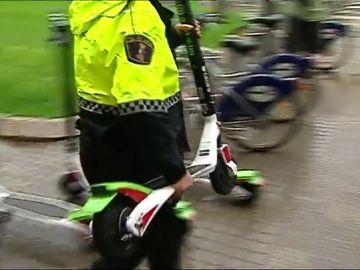 Borrador-La policía municipal retira los patinetes eléctricos de Valencia
