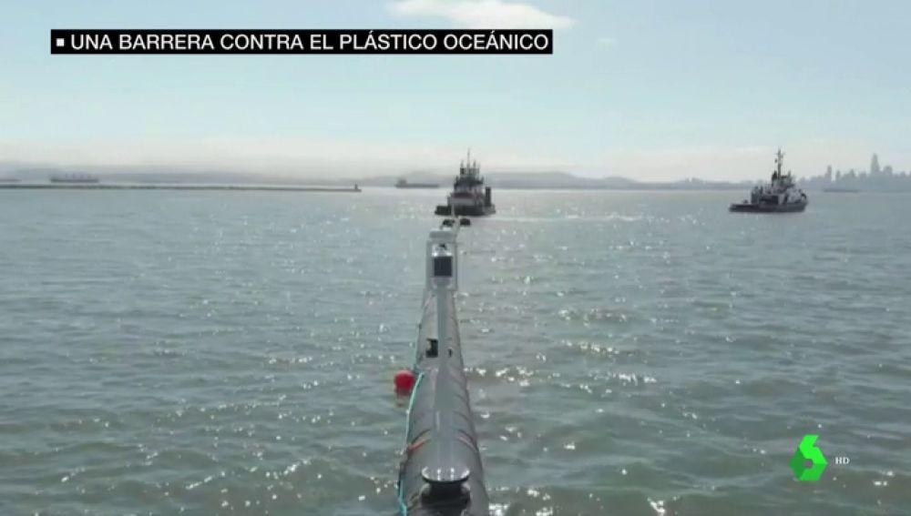 Imagen de la barrera contra el plástico en el océano