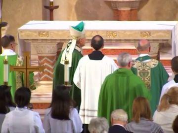 Imagen de los clérigos en una iglesia