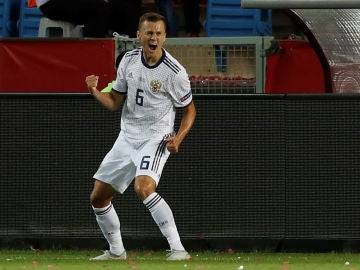 Denis Cheryshev celebra su gol con la selección rusa