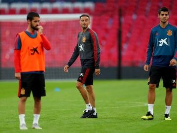 Luis Enrique, atento al entrenamiento de la selección española