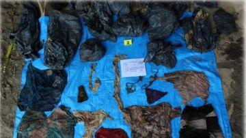 Prendas de vestir encontradas en la fosa