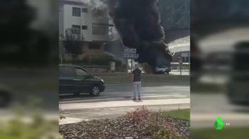 BORRADOR Un autobús arde en Hernani, Gipuzkoa, a causa de un problema mecánico