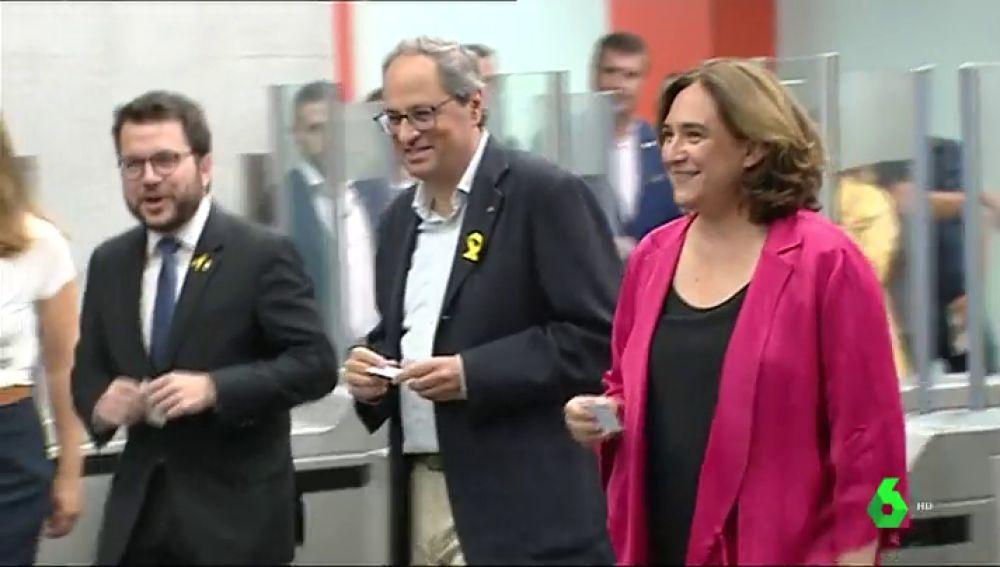 Torra junto a Colau en la inauguración de una línea de metro en Barcelona