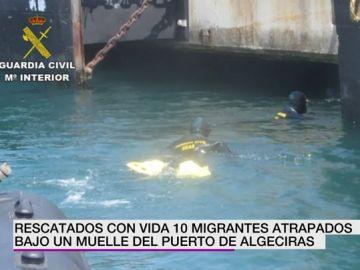 Rescatados con vida diez migrantes atrapados bajo un muelle del puerto de Algeciras