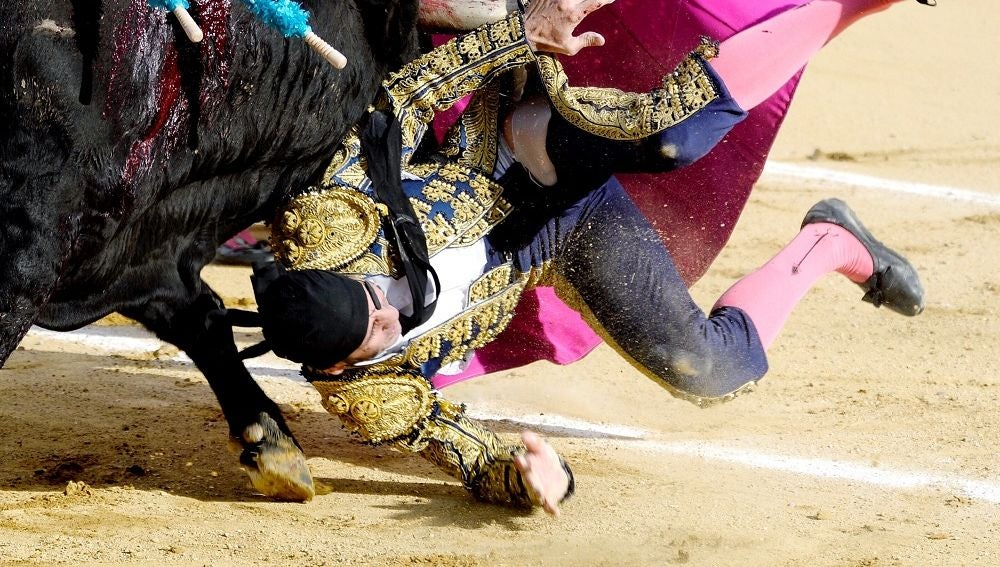 Momento de la cogida de Juan José Padilla en la plaza de Valladolid