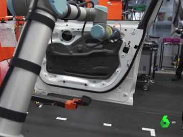 Robot colaborativo: ¿una ayuda a los trabajadores, o una amenaza al puesto de trabajo?