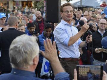 Ulf Kristersson, líder del partido Moderado interviene durante la campaña electoral en Linkoping, Suecia
