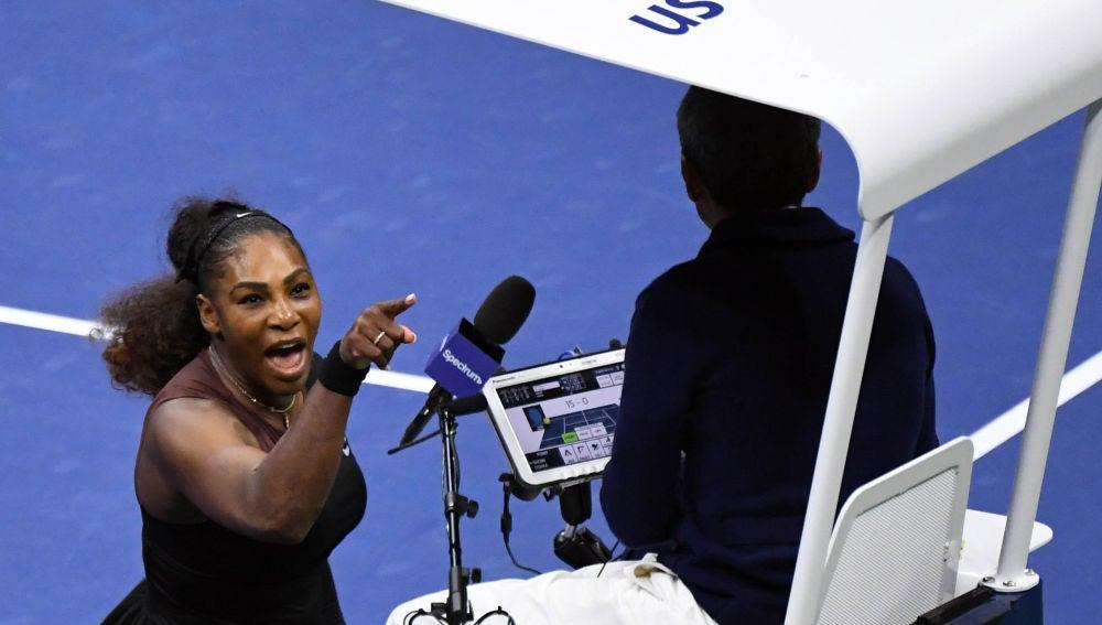 Serena Williams, enfadada con el árbitro en la final del US Open