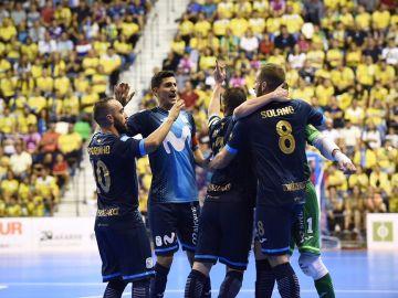 Los jugadores del Movistar Inter celebran la victoria