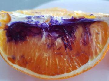 Foto de la naranja morada que se ha encontrado en Australia